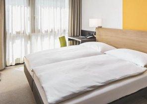 Hotel Zürí by Fassbind